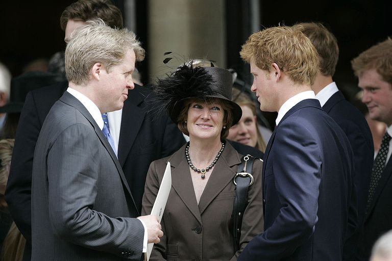 Принц Гарри с Эрлом Спенсером и Леди Сарой Маккоркадейл после службы в честь принцессы Дианы 31 августа 2007 года