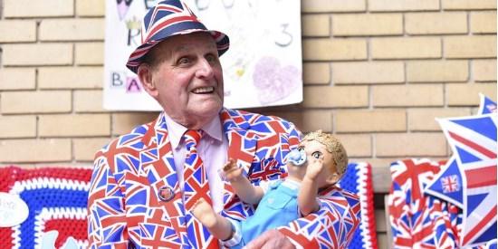 Люди у крыла Линдо ждут рождения Royal Baby № 3