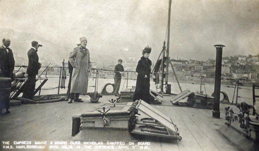 """Мария Федоровна на палубе линкора """"Мальборо"""" в 1919 году Мария Федоровна на палубе линкора """"Мальборо"""" в 1919 году"""