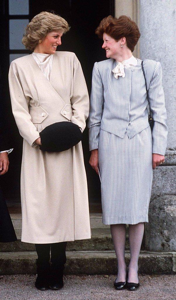 Принцесса Диана со своей старшей сестрой, Леди Сарой Маккоркодейл.