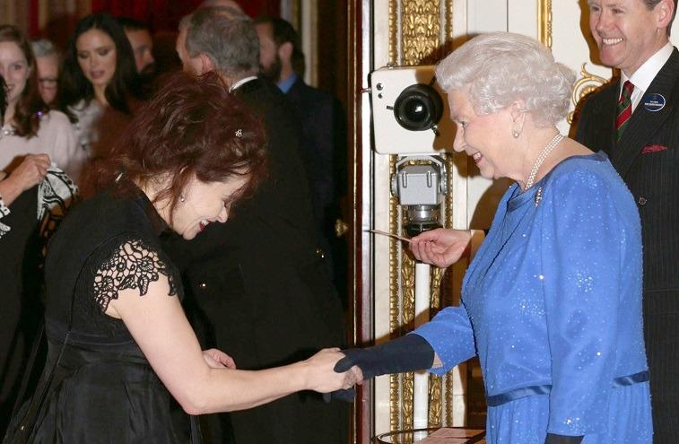 Хелена Бонэм Картер и королева Елизавета II