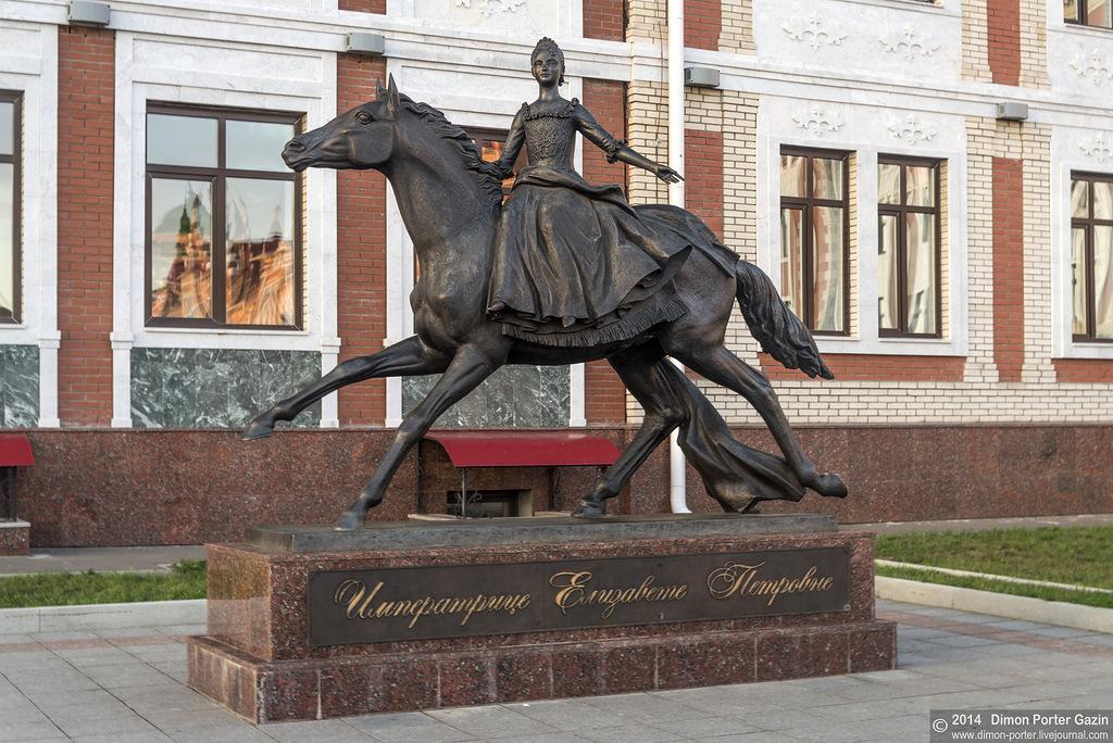Памятник Елизавете Петровне в Йошкар-Оле Памятник Елизавете Петровне в Йошкар-Оле