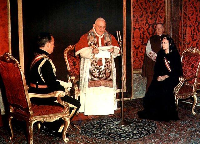 Принцесса Грейс и принц Ренье перед папой Иоанном XXIII в Базилике Святого Петра в Риме, 1959.