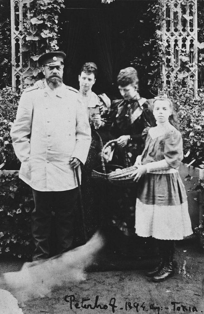 Александр III и семья в 1894 году