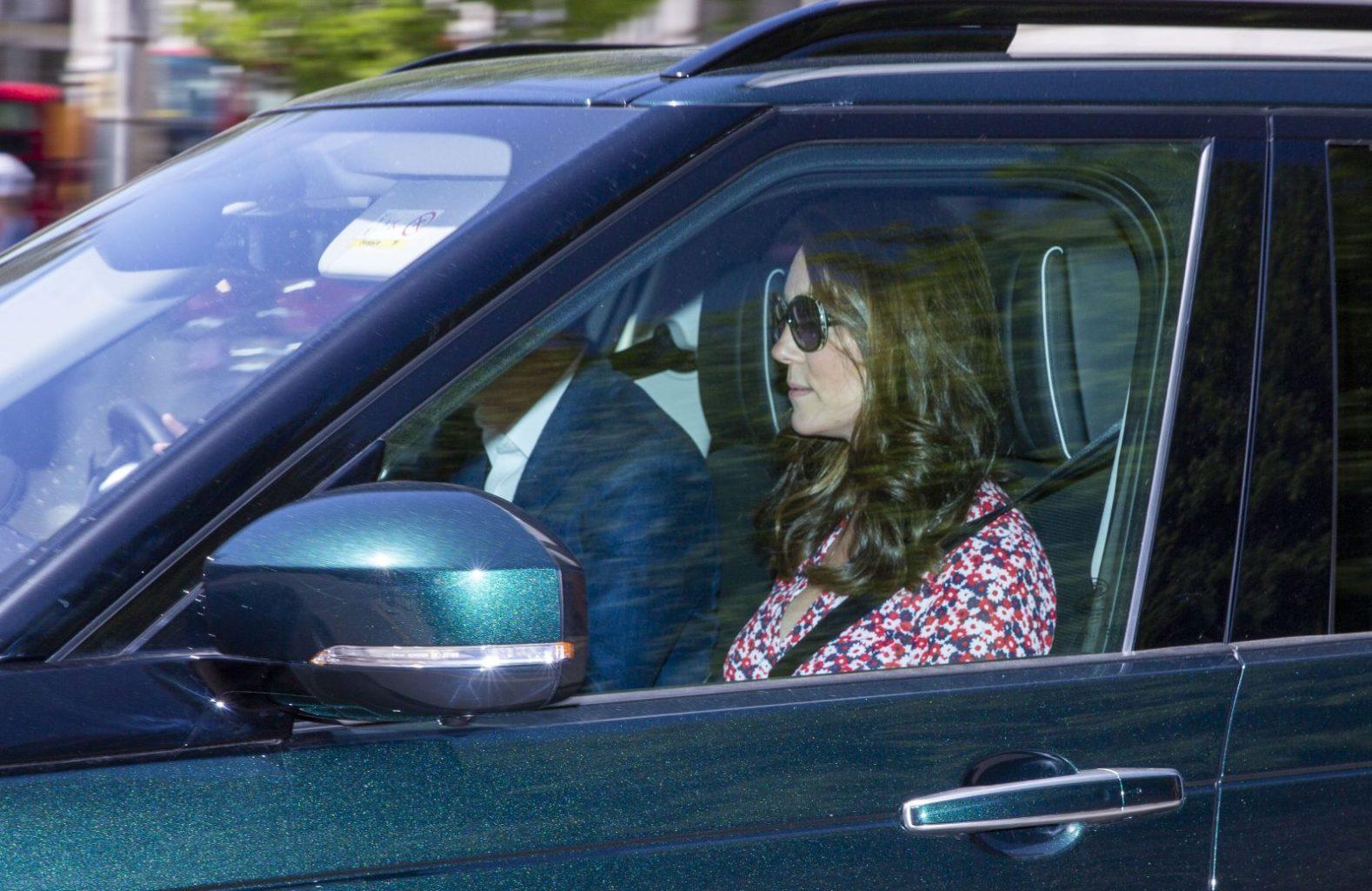 Кейт Миддлтон впервые фотографируется после рождения принца Луи