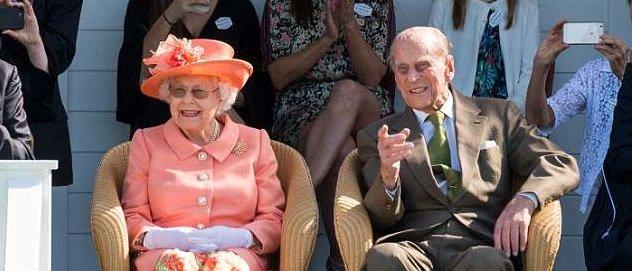 Королеваипринц Филипппропустят крестиныпринца Луи, сообщил Букингемский дворец