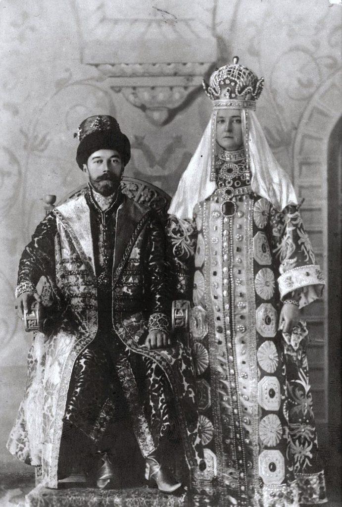 Николай II и его супруга Александра Фёдоровна на балу 1903 года