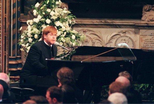 Элтон лихо пел на похоронах принцессы Дианы