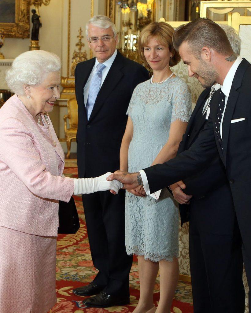 Королева Елизавета фанатка Дэвида Бекхэма