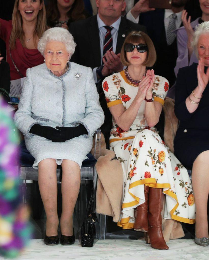 Анна Винтур не сняла очки в присутствии королевы