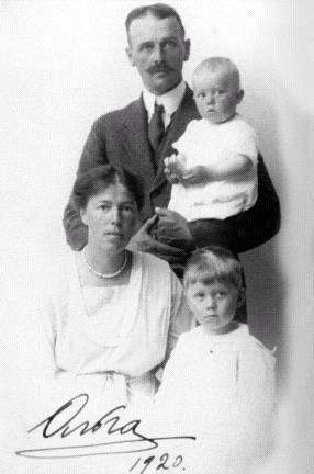 Ольга Александровна со вторым мужем и детьми