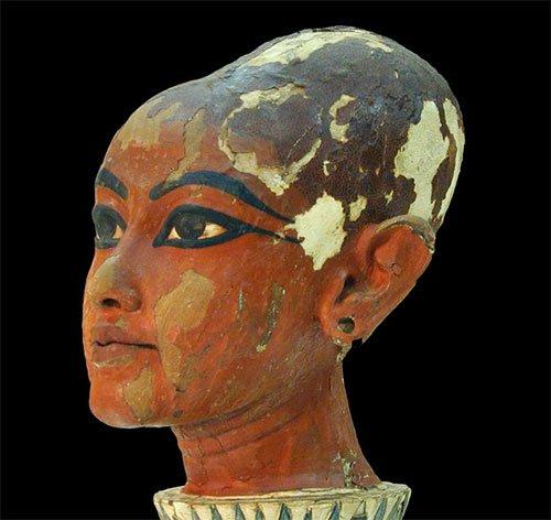 Скульптурное изображение головы Тутанхамона