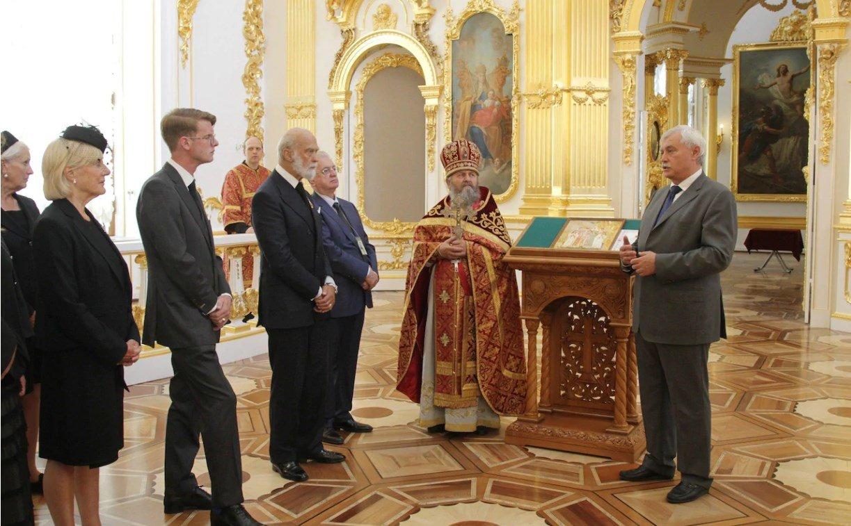 Принц Майкл Кентский и княжна Ольга присутствуют на Божественной литургии, посвященной 100-летию со дня смерти последнего царя