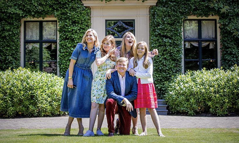 Photo of Королевская семья Нидерландов отпраздновала начало лета в своем доме в Гааге