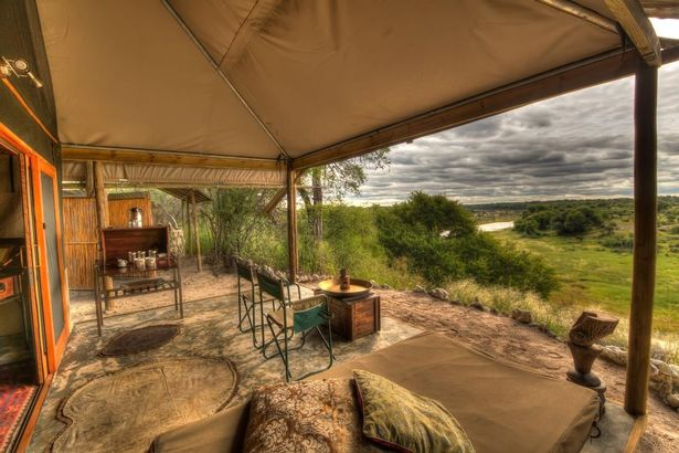 Лагерь может похвастаться потрясающим видом на Африканский Буш (изображения: Booking.com)