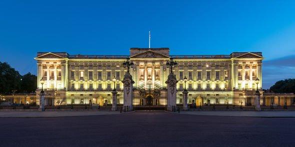 Букингемский Дворец является штаб-квартирой Британской монархии с 1837 года (фото: Гетти картинки)