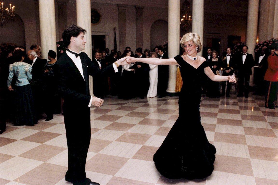 Принцесса Диана танцует с Джоном Траволтой