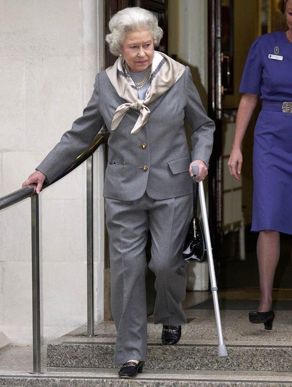 Королева после операции на колене