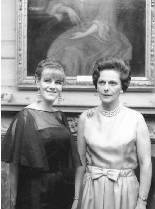 Камилла с матерью Розалиндой Шанд