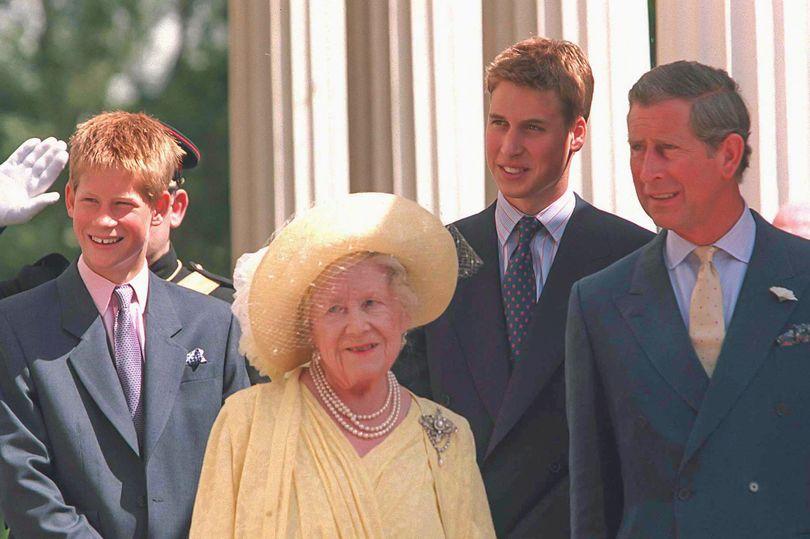 Королева-мать на ее 99-й день рождения торжества с принцы Гарри, Уильям и Чарльз (изображение: британская пресса)