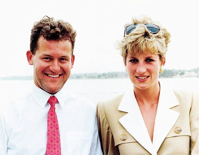 Бывший дворецкий (изображенный с принцессой Уэльской в Египте в 1992 году