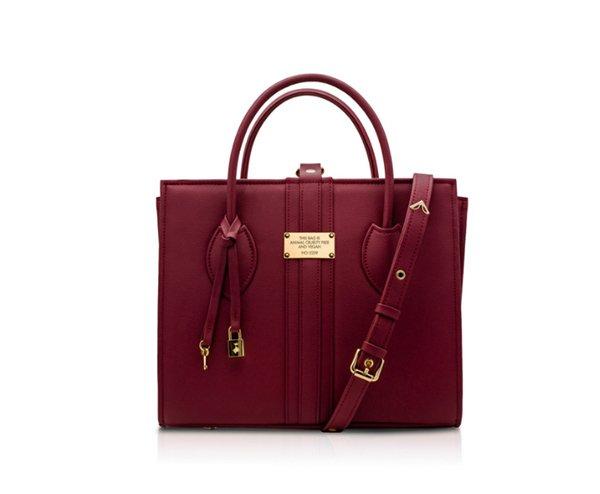 Эта сумка Alexandra K - подарок на день рождения Меган Маркл от PETA. фото (C) GETTY