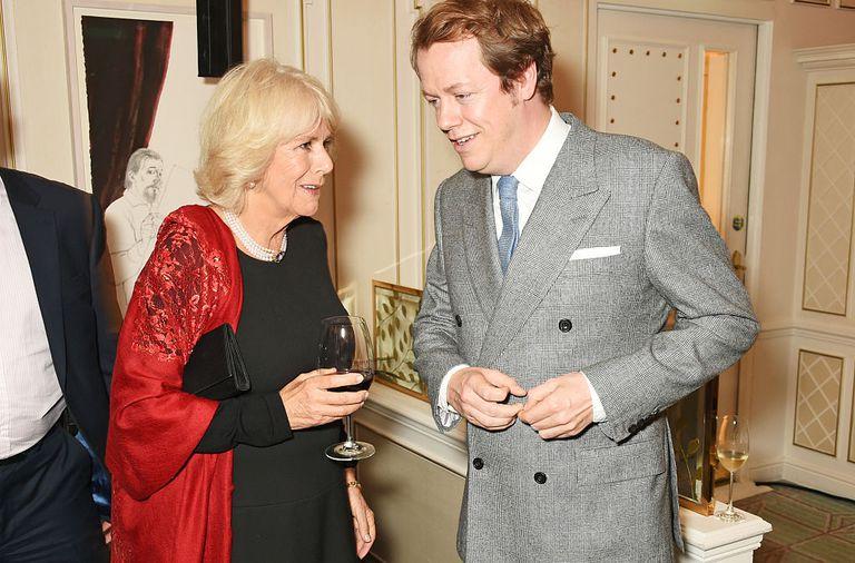 Камилла, герцогиня Корнуолла со своим сыном Томом Паркером Боулзом на премьере его кулинарной книги.