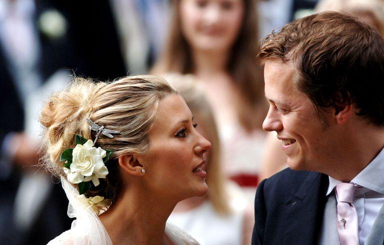 Том Паркер Боулз и его жена Сара в день их свадьбы в 2005 году