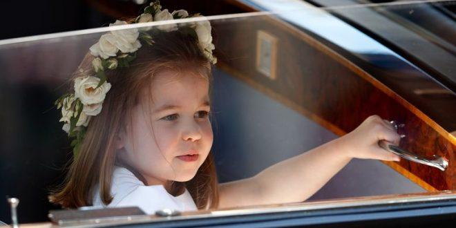 Как Принцесса Шарлотта встречает гостей в Кенсингтонском Дворце Гетти Изображений Макс Мамби/Индиго