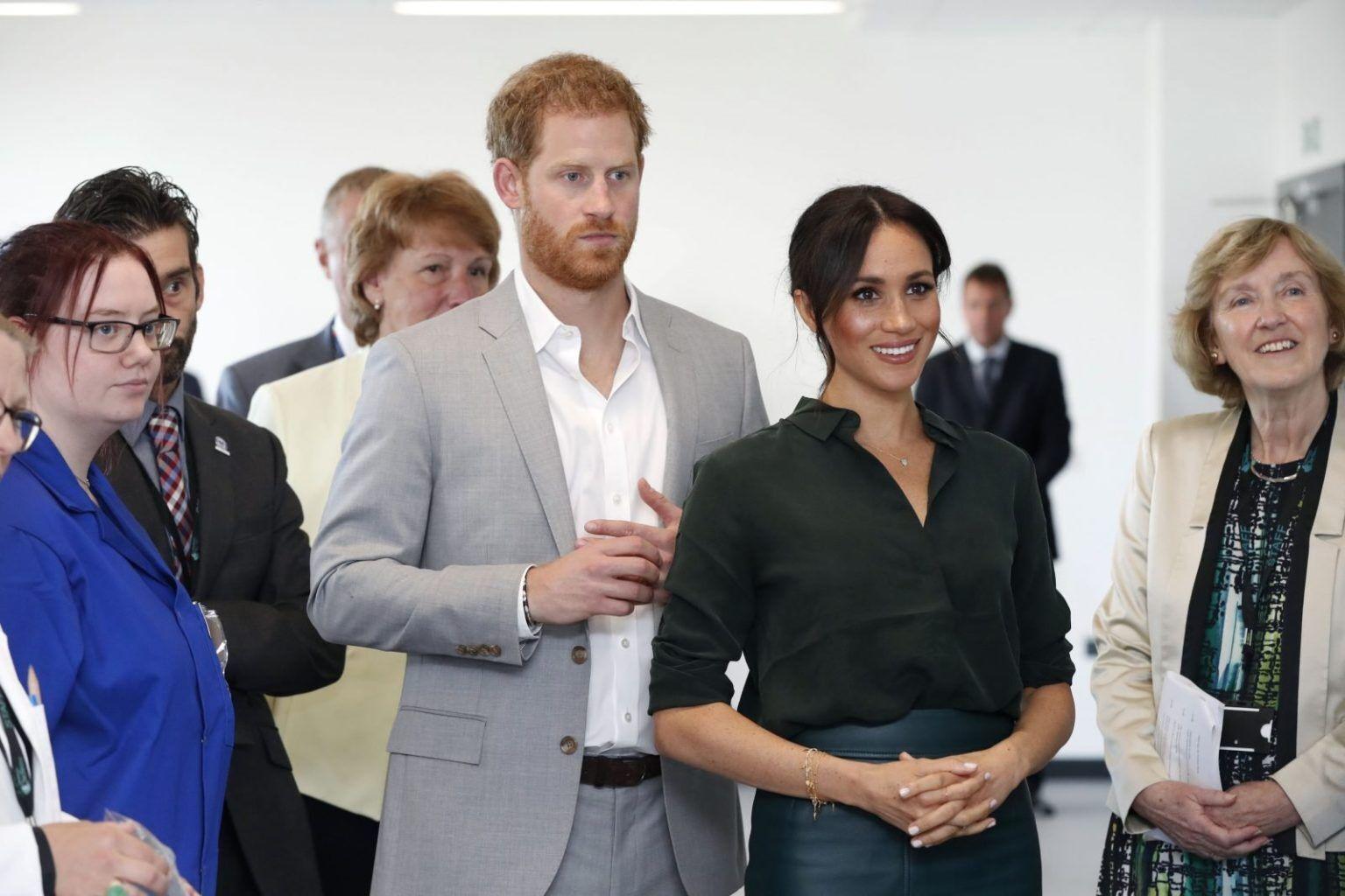 Photo of Тысячи британцев подписали петицию чтобы лишить Меган Маркл и Принца Гарри титула