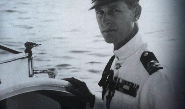 Принц Филипп имел успешную военно-морскую карьеру до смерти короля Джорджа VI.
