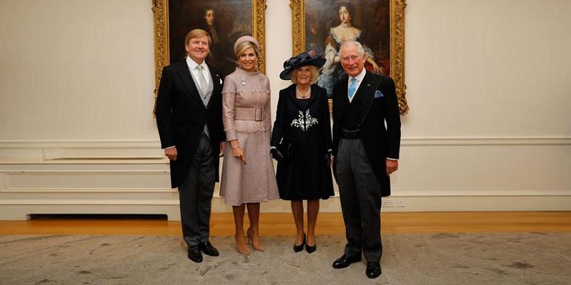 Photo of Камилла приветствовала голландских монархов неловким реверансом