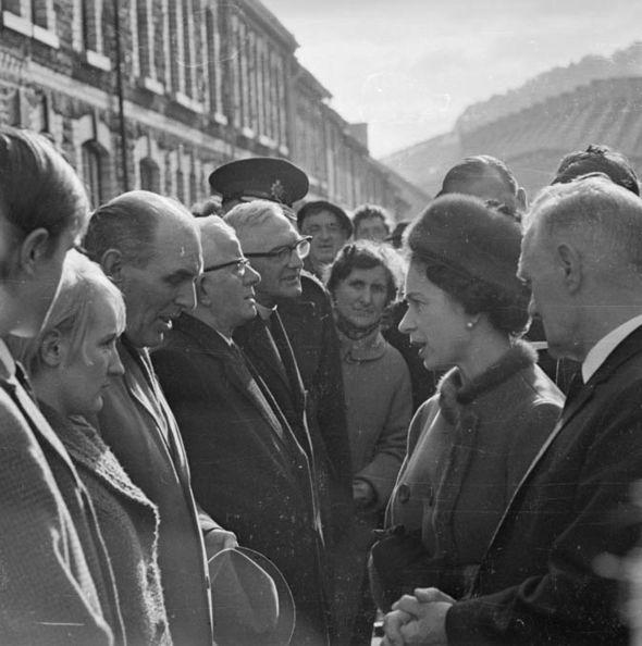 Монарх, как сообщается, пожалел, что не посетила Аберфан ранее