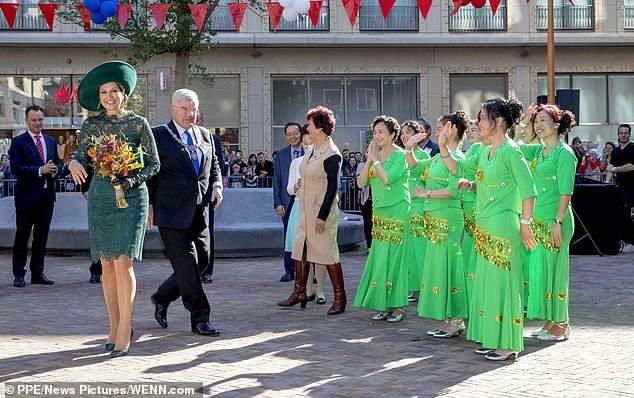 Королева Нидерландов чуть не упала во время визита в Утрехт