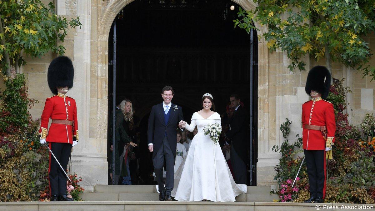 Photo of Свадебные наряды принцессы Евгении и Джека Бруксбэнка будут представлены на выставке