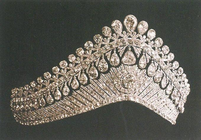 Бриллиантовая тиара в стиле «кокошник». Начало 19 века