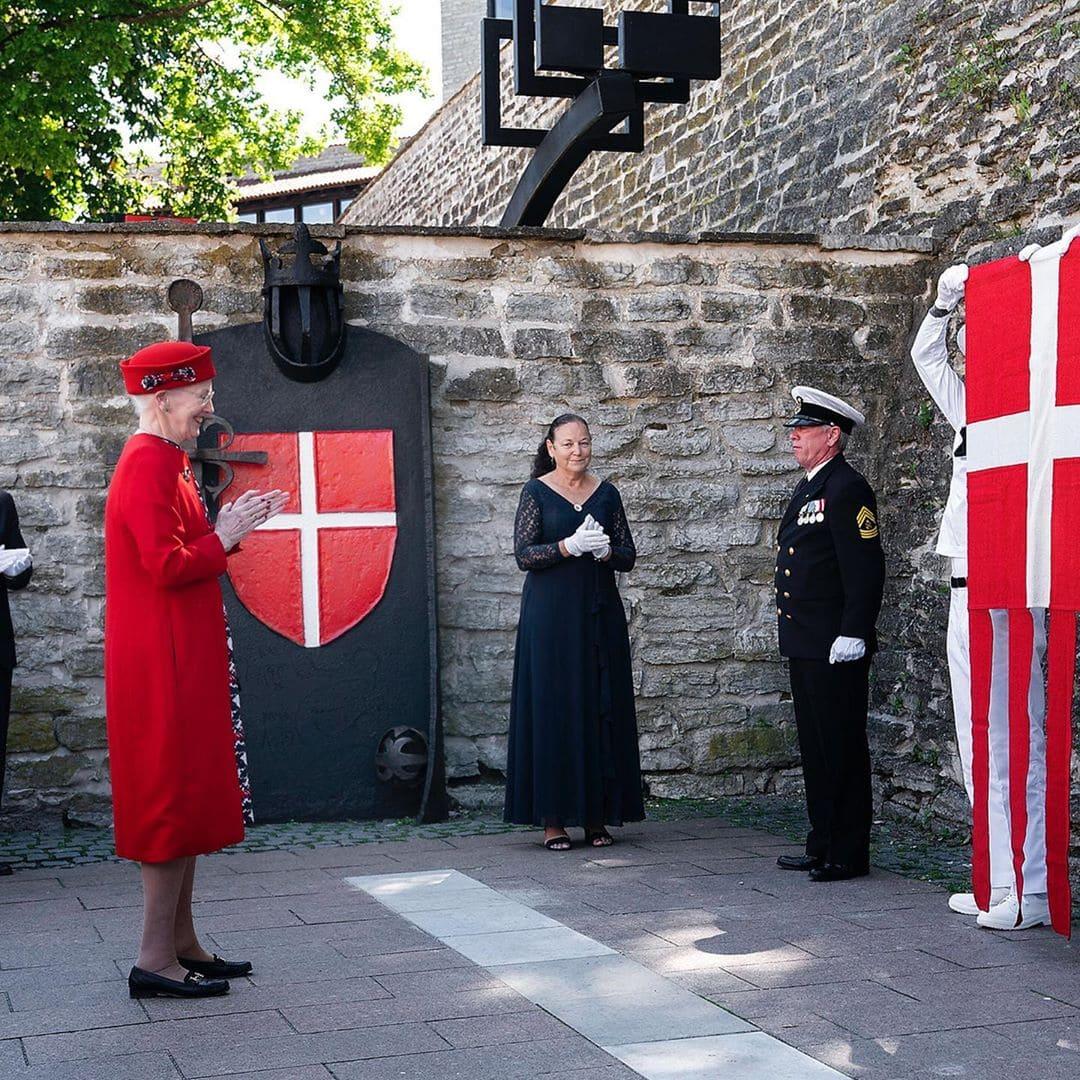 Photo of Датская королевская семья отмечает 800-летие датского флага