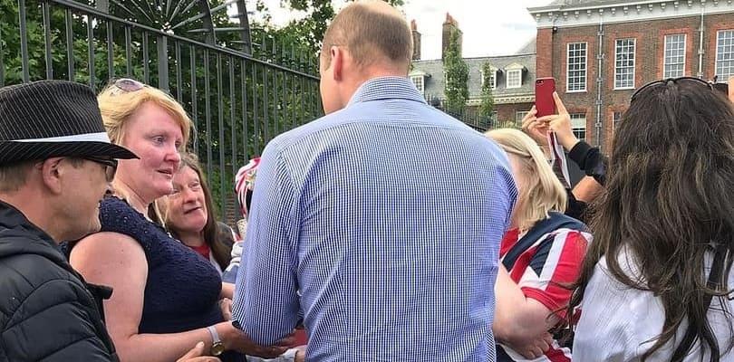 Photo of Принц Уильям встретился с поклонниками своей матери