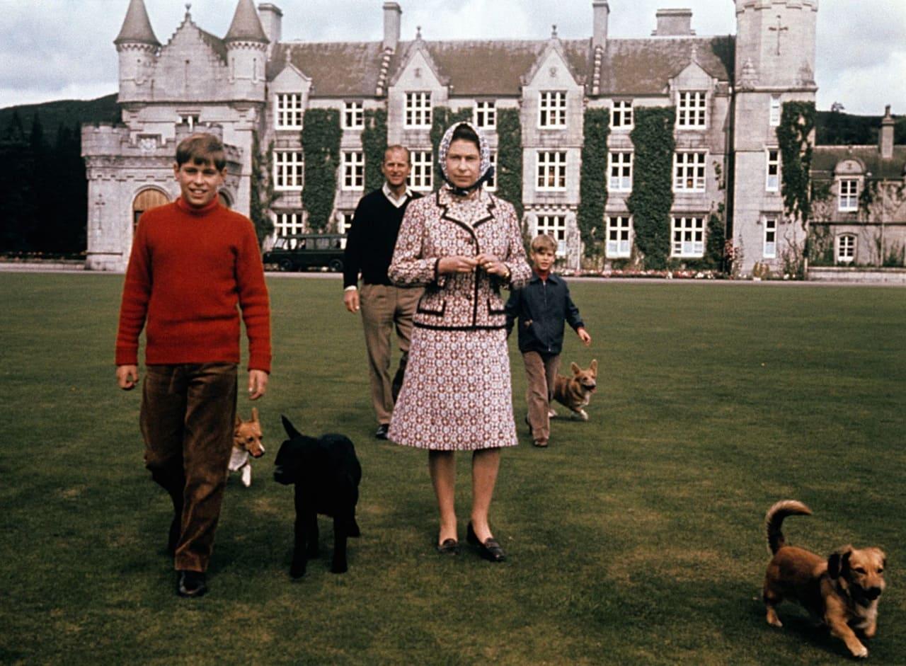 Шотландская резиденция английской Королевы