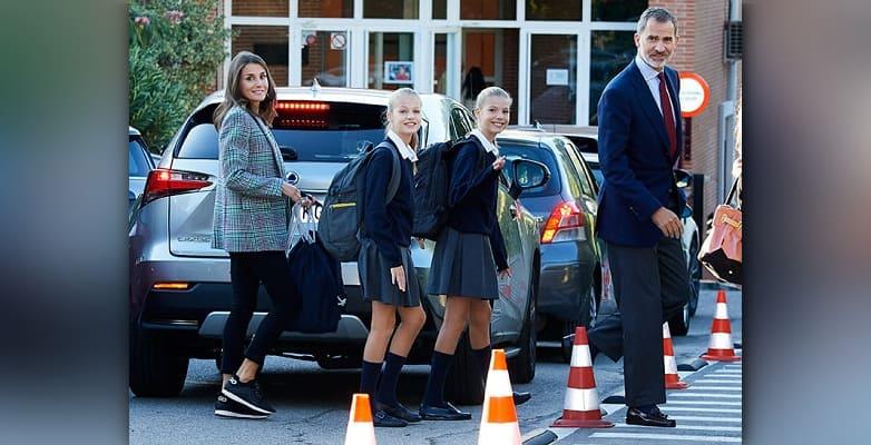 Photo of Королева Летиция и король Фелипе отвели дочерей в школу