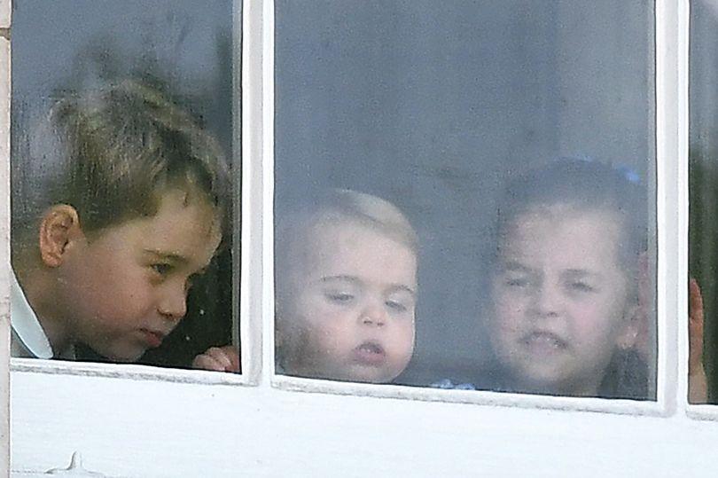 Photo of Чем занимаются Джордж, Шарлотта и Луи, пока мама с папой в королевском туре