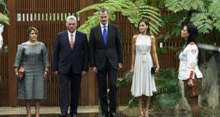 Королева Летиция и король Филипп совершили исторический визит на Кубу