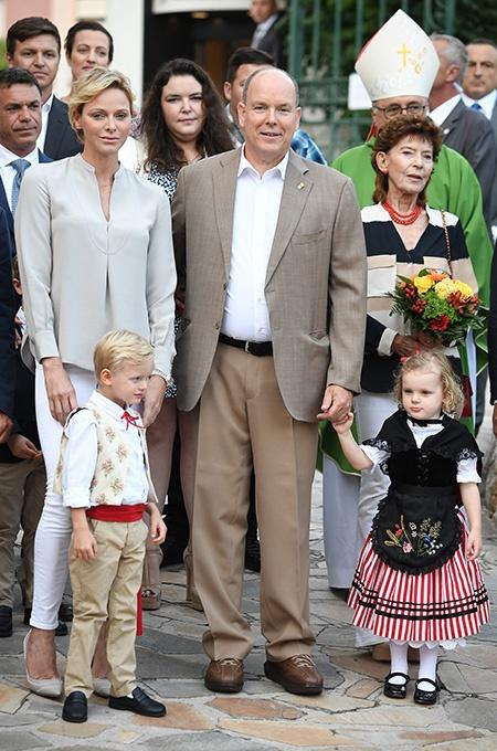 Княгиня Шарлин и князь Альбер с детьми