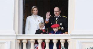 В сети опубликован рождественский портрет князя Монако Альбера II и княгини Шарлен с детьми