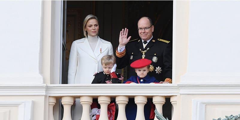 Photo of В сети опубликован рождественский портрет князя Монако Альбера II и княгини Шарлен с детьми