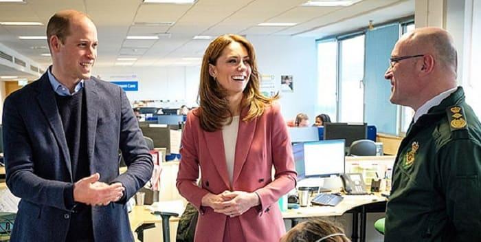 Photo of Герцог и герцогиня Кембриджские посетили лондонский центр скорой помощи