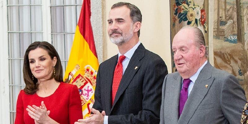 Photo of Король Испании Филипп VI отказался от наследства скандального отца и лишил его пособия