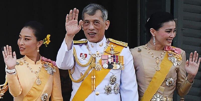 Photo of Король Таиланда Рама X заперся на карантин с 20 наложницами в отеле в Баварии
