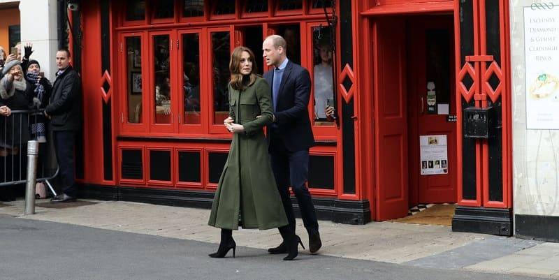 Photo of Герцоги Кембриджские опоздали на мероприятие из-за тумана