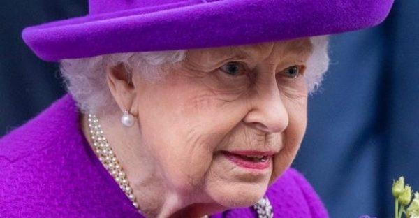 Photo of Стилист Елизаветы II: кто подбирает наряды королевы для официальных мероприятий